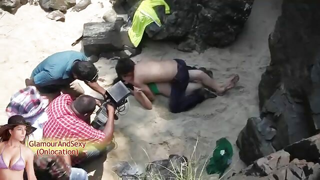 গ্রীষ্মে একজন মানুষ, এবং একটি বাংলাদেশী এক্সক্স ভিডিও তাঁবু একটি গাভী ধরা